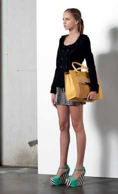 Look 12 . 507 Giacca / Jacket . 475 Short . 269P Borsa / Bag . 203P Scarpa / Shoes