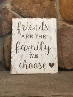 Friends are the family we choose painted wood sign, rustic wood sign, wall decor, best friends, hous Making Signs On Wood, Diy Wood Signs, Painted Wood Signs, Rustic Wood Signs, Hand Painted, Pallet Board Signs, Wooden Signs With Sayings, Stencils For Wood Signs, Slate Signs