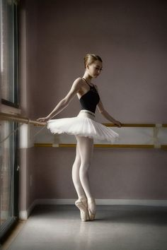 Dear Emily - Portrait of a young ballerina en pointe illuminated by light streaming through a window model: Emily Ballet Pictures, Dance Pictures, Ballet Dance Photography, Pantyhosed Legs, Ballerina Art, Ballerina Project, Dance Poses, Tiny Dancer, Ballet Beautiful