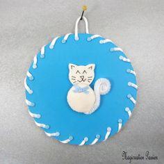 Tableau chat 3d soie blanche fond bleu - Un grand marché Chat 3d, Kids Rugs, Christmas Ornaments, Decoration, Holiday Decor, Etsy, Boutique, Place, Dimensions