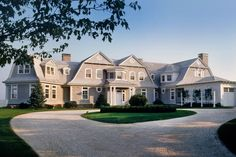 Coastal Homes, gambrel, coastal style Austin Patterson Disston Architects Dream Mansion, Dream Homes, Shingle Style Homes, Gambrel Roof, Traditional Exterior, Colonial Exterior, New England Homes, Hamptons House, Architecture Details