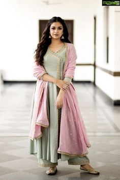 📱 Keerthy Suresh Beautiful HD Photoshoot Stills & Mobile Wallpapers HD 🌟 - Designer Dresses Couture Indian Gowns, Indian Attire, Indian Wear, Pakistani Dress Design, Pakistani Outfits, Pakistani Gharara, Pakistani Culture, Pakistani Bridal, Ethnic Outfits