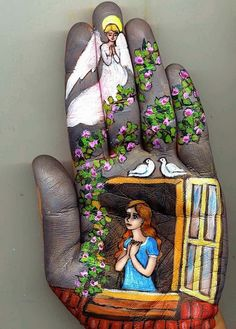 Heartwarming Fairy Tales Painted on Palm Famous Fairies, Hans Christian, Hand Art, Hand Painting Art, Finger Painting, Painting Canvas, Rock Painting, Art Pictures, Art Pics