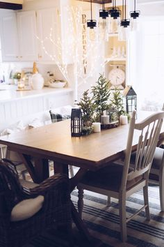 Motherhood Blogger, Lynzy & Co. puts together a beautiful holiday tablescape with Cloth + Cabin