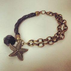 Pulsera con cadenas y estrella de mar. Chain bracelet with starfish charm - by Arriba Muñecas..