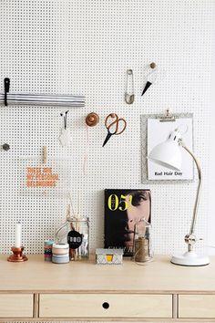 Werkkamer met gaatjesbord
