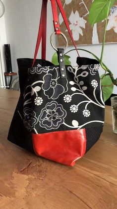 Free Hobo Bag Patterns – Trend Decor for You! Sacs Tote Bags, Diy Tote Bag, Hobo Bags, Purses And Handbags, Leather Handbags, Leather Bags, Coin Purses, Chanel Handbags, Leather Tooling