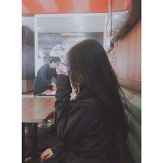 Lấy = Fllowing me Not me Korean Girl Photo, Cute Korean Girl, Cute Girl Photo, Girl Photo Poses, Girl Photos, Asian Girl, Tumblr Photography, Girl Photography Poses, Girls Foto