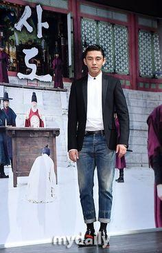 8月に韓国で公開された 映画「ベテラン」が 大ヒットしたユ・アイン君! もう~ 次回作の映画「思悼」が 9月に公開になるんですねぇ~! 入隊はいつになるのでしょうか? もう1本、ドラマを残して ほしいです! やっぱり~「密会」が 入隊前最後のドラマに なるのかなぁぁ。。。。...