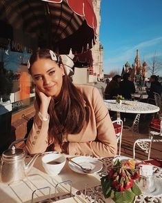 La imagen puede contener: 3 personas, tabla y exterior Kristina Krayt, Coffee Girl, Russian Models, Kazakhstan, Harpers Bazaar, Coffee Break, Beautiful People, Ruffle Blouse, Instagram