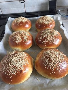 A hamburger zsemle receptje, el se tudom mondani, mekkora sikere lett! Bread Recipes, Baking Recipes, Food Porn, Hungarian Recipes, Recipes From Heaven, Bread Baking, Food Inspiration, Good Food, Food And Drink