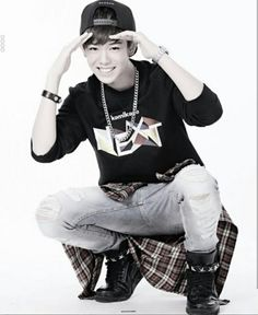 kmz up Ñext'' Third Kamikaze, Cool Poses, My First Crush, Famous Singers, Celebs, Celebrities, Hot Guys, Handsome, Ulzzang
