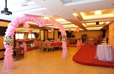 Decorate your quinceanera venue with a balloon arch!