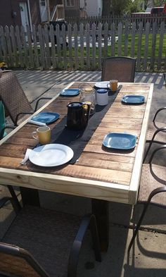 Reclaimed Pallet Dining Table | Pallet Furniture DIY