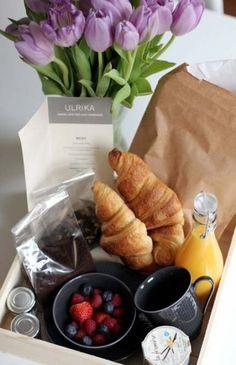 Trendy ideas for birthday breakfast basket Breakfast Basket, Breakfast Toast, Breakfast In Bed, Breakfast Picnic, Breakfast Ideas, Breakfast Catering, Healthy Bars, Birthday Breakfast, Big Meals