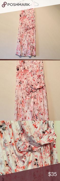Cute dress Printed dress with waist detail...fully lined Ivanka Trump Dresses