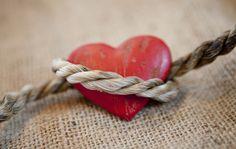 """Come riconoscere la dipendenza affettiva ed affrontarla per poter vivere l'amore in modo sano e libero dalla """"schiavitù relazionale""""."""