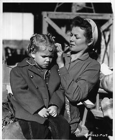 Barbara Hale and daughter Nita on the set of Last of the Comanches