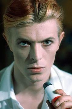 [Megapost] David Bowie: El hombre de las mil caras - Taringa!