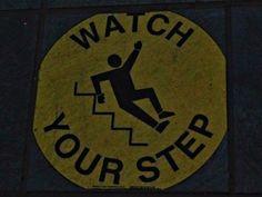 Grundsätzlich gilt für jede #Treppe - Vorsicht ist besser als Fehltritt! #smgtreppen finden überall #Treppen dieses Zeichen fanden wir in #New #York auf dem #Boden zur Fähre. Lesen Sie mehr auf unserem Blog www.smg-treppen.de