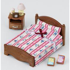 """Semi lit double pour rééquiper la chambre quand les enfants grandissent.<br>Fourni avec la table de chevet, matelas, couverture, oreiller, 2 livres, 1 lampe, 1 réveil et 1 petite boite de déco<br>Age : 4 ans +<br><br><iframe src=""""http://www.youtube.com/embed/3EPeNbOeOXk"""" frameborder=""""0 """"height=""""175 """"width=""""265""""></iframe><br><br>"""