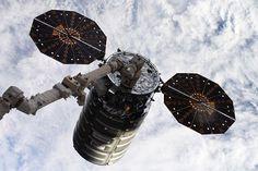 L'actualité spatiale de la semaine du 9 au 15 juillet : Progress Cygnus OA-9 et 2 Long March https://ift.tt/2O0qXlc Le cargo Cygnus OA-9 avant son départ de l'ISS. Photo d'Oleg Artemyev