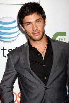 I'm dyin! 1. He's too beautiful. 2. Why would they ever quit such a show?