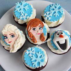 Pretty Frozen Cupcake Toppers Anna, Elsa, Olaf Fondant/Gumpaste www.thecakinggirl.ca  | Repinned by ItzyRitzy