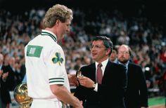 Larry Bird está de aniversario. Recuerda cómo jugaba el genio de los Celtics (Vídeo) - @KIAenZona #baloncesto #basket #basketbol #basquetbol #kiaenzona #equipo #deportes #pasion #competitividad #recuperacion #lucha #esfuerzo #sacrificio #honor #amigos #sentimiento #amor #pelota #cancha #publico #aficion #pasion #vida #estadisticas #basketfem #nba