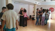 Abrazos en El placer de sentir http://www.escuelatantrica.com/