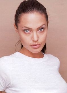 Here are the 10 pictures of famous hollywood actress and filmmaker angelina jolie without makeup. Angelina Jolie Fotos, Angelina Jolie Movies, Angelina Jolie Makeup, Angelina Joile, Angelina Jolie Photoshoot, Jolie Pitt, Le Jolie, Beautiful Celebrities, Most Beautiful Women