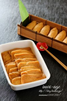 お寿司屋さんのいなり寿司の揚げ。 Menu Design, Japanese Food, Sushi, Food And Drink, Cooking Recipes, Cheese, Meals, Dishes, Table Settings