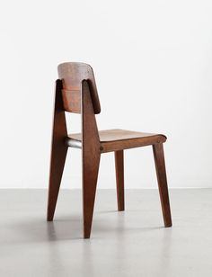 Demountable wooden chair CB 22, 1947 | Solid wood, molded plywood and aluminum tube | Jean Prouvé