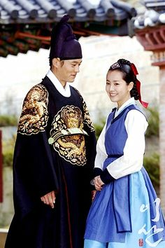 Lee Seo Jin as Yi San and Seong Song-yeon played by Han Ji-min in painter maid #hanbok - Wind in the Palace #Kdrama serie 2007