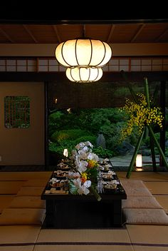 Japanese traditional restaurant, Ryotei 料亭 thats the dream. Japanese Interior, Japanese Design, Japanese Style, Japanese Art, Japanese Food, My Neighbour Totoro, Oriental, Japan Image, Art Asiatique