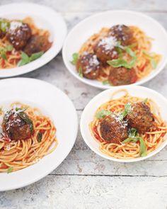 meatballs and pasta (uk version - metric) / Jamie Oliver Jamie Oliver, Pasta Recipes, Cooking Recipes, Healthy Recipes, Recipes Dinner, Yummy Recipes, Comfort Foods, Beef And Pork Meatballs, Cheesy Meatballs
