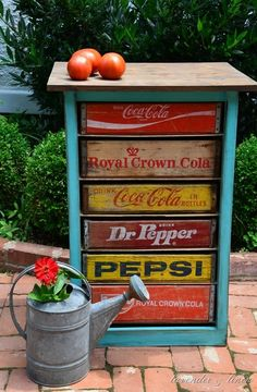 Been collecting my crates for this one.Need Pepsi and would like a one. Lavender and Linen ~ DIY Vintage Soda Crate Chest Repurposed Items, Repurposed Furniture, Antique Furniture, Painted Furniture, Upcycled Vintage, Vintage Industrial, Rustic Furniture, Furniture Makeover, Diy Furniture