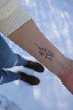 Mom Tattoos, Trendy Tattoos, Cute Tattoos, Tatoos, Piercings, Piercing Tattoo, Dainty Flower Tattoos, Small Hand Tattoos, Delicate Tattoo