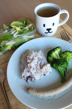 lunch on Mon. 2nd Mar. 2015: sausage, boiled broccoli, leaf salad with Daikon, rice added 10 kinds of grains, toasted Bancha tea