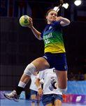 Larissa Araújo em jogo contra o Cazaquistão