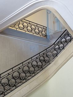 Beautiful Stairs, Iron Railings Outdoor, Railing Design, Stencils Wall, Spanish House, Interior Staircase, Stair Railing Design, Iron Railing, Metal Stairs