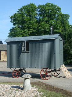 Google Image Result for http://www.courtandhunt.co.uk/new/wp-content/uploads/2012/02/Shepherds-Hut-in-Kent.jpg