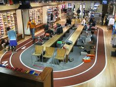 Retail news : US, Naperville Running Takes Best Running Store Showroom Interior Design, Gym Interior, Shoe Store Design, Retail Store Design, Running Stores, Sports Office, Retail News, Store Layout, Retail Concepts