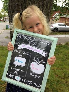 How to make your own REUSABLE back to school sign First Day Of School Pictures, 1st Day Of School, School Daze, School Photos, School Chalkboard, Chalkboard Signs, Chalkboard Paint, Diy Back To School, School Signs
