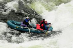 These river runners enter a gigantic foam monster with their Cataract Oars SGG composite oars in white color. #cataractoars #extremeoars  http://cataractoars.com/awesome-extreme-whitewater-photos