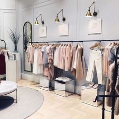 Дизайн в 2019 г. clothing store design, boutique interior design и boutique decor. Boutique Design, Design Shop, Boutique Decor, Shop Interior Design, Boutique Displays, Interior Ideas, Boutique Stores, Clothing Store Displays, Clothing Store Design