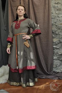 An interesting example of layered Saxon, but with a differant type of fabric as trim. Seems like it'd be something that'd be done, if you could only afford a small bit of fancy fabric. Now to figure out if they'd have any access at all to such fabric.