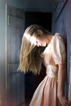 ✕ Lovely light + a pretty dress / #style #ladylike #pretty