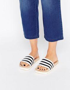 Bild 1 von adidas Originals – Adilette – Flache Pantoletten mit Holzsohle