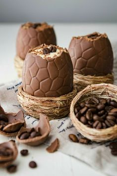 Tiramisú filled Easter eggs
